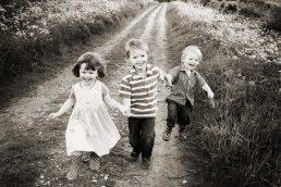 family photo shoot cotswolds - Laurence Jones - children