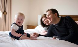 Baby photography: baby with parents