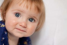 baby-photography-baby-with-blue-eyes photographed in the cotswolds