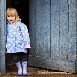 family-photographer-stratford-upon-avon-girl by blue door