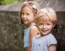 photographer-stratford-upon-avon-children-by-wall