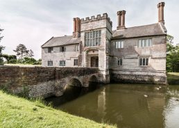 Things to do in Warwickshire with toddlers: baddesley clinton
