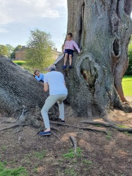 behind the scenes on a family photo session
