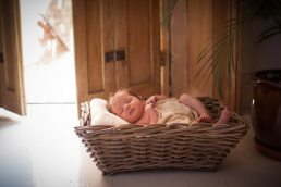 newborn-baby-photographed-in-Leamington-Spa-Warwickshire