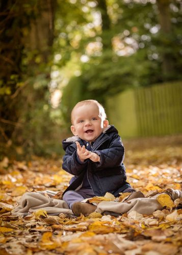 photographer-Warwickshire-baby-in-autumn-leaves